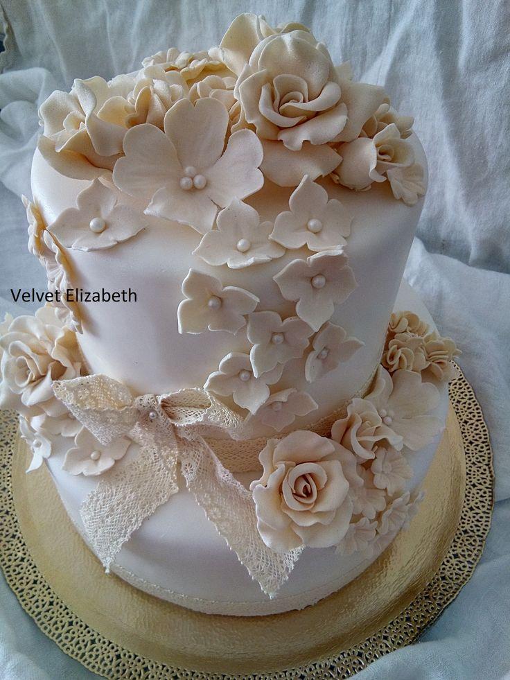 Two-storey 7 kg wedding torta .... vanilla and chocolate ... fruit sauce ... chocolate cream + vanilla cream with white chocolate from dried strawberries ... white coat + butter sugar  flowers...