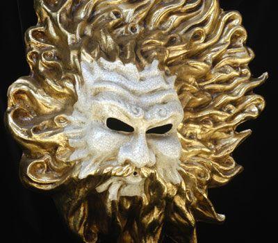 NETTUNO - Maschera interamente realizzata a mano in cartapesta, dipinta a mano con colori acrilici e impreziosita da decori con foglia d'oro e stucco. Completa l'opera la tecnica della screpolatura (Craquelè...