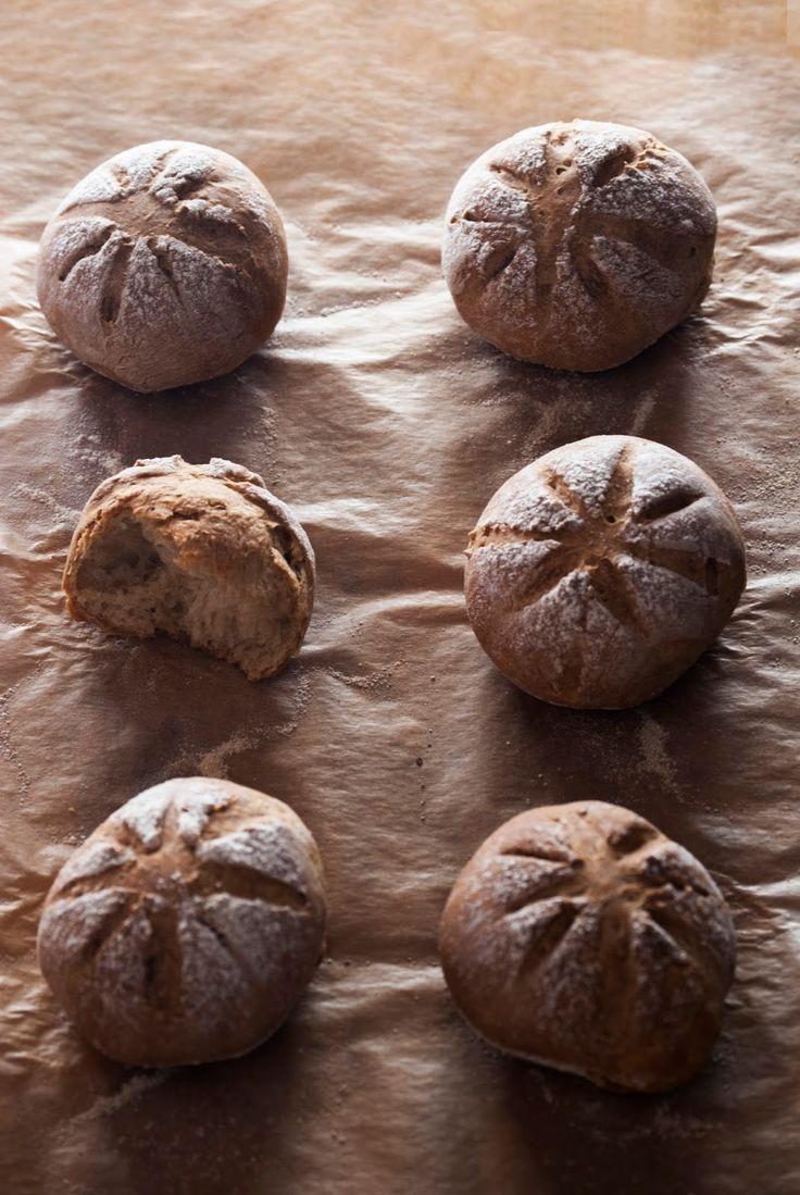La asaltante de dulces: Receta de panecillos de cerveza negra/ Stout breads recipe. Love it!