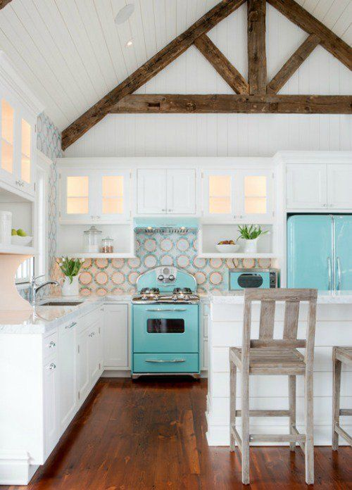 Lovely+bright+beach+house+kitchen+-+white+and+turqouise+cobmination+with+wooden+details