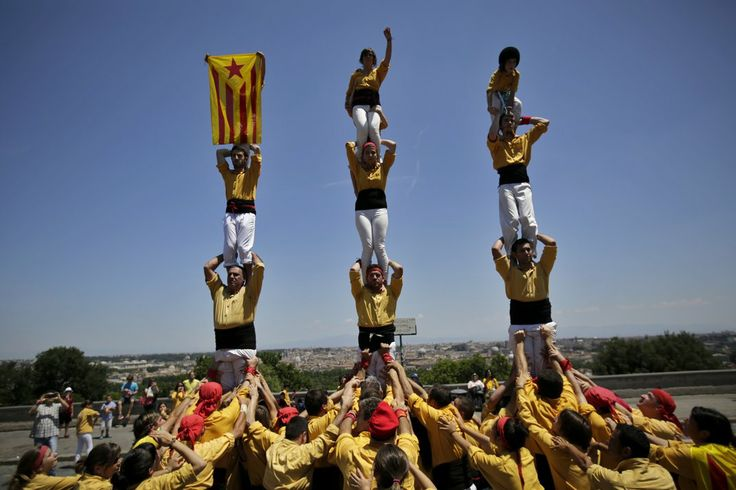 What Does a 36-Foot-Tall Human Tower Have to Do With Catalan Independence? | At the Smithsonian | Smithsonian
