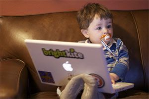 5 online computer games for toddler - from basic click-the-mouse games to early learning stuff. Tags considers this a goldmine!