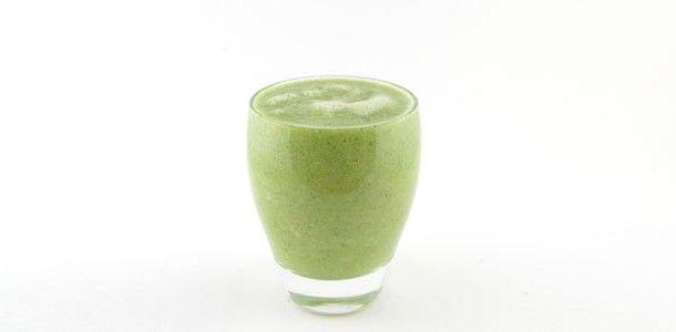 Deze groene smoothie is weer super lekker. In deze groene smoothie zit broccoli, banaan, appel en gember. Heerlijke combinatie en super gezond natuurlijk.