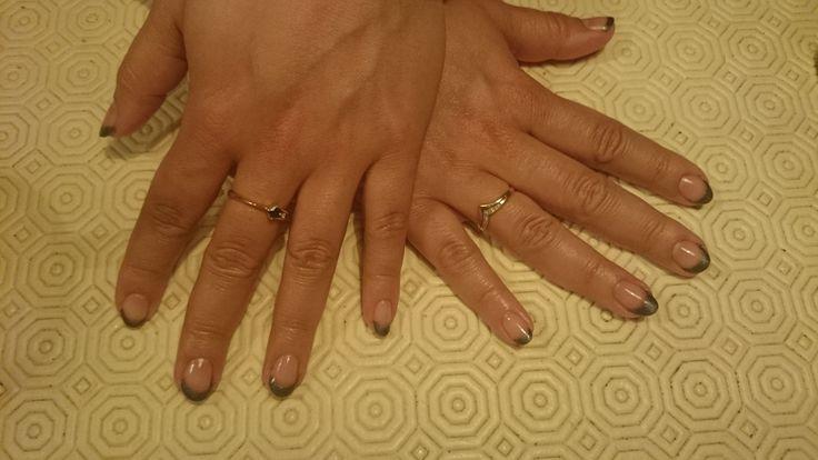 Een zwarte French manicure met gellak @BLnailstudio
