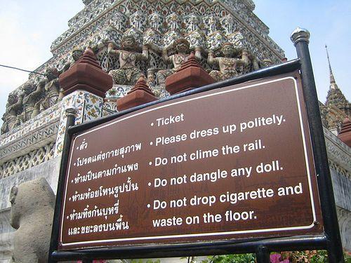 Morsomt skilt ved tempel #skilt #komedie www.bli-kvitt-migrenen.no