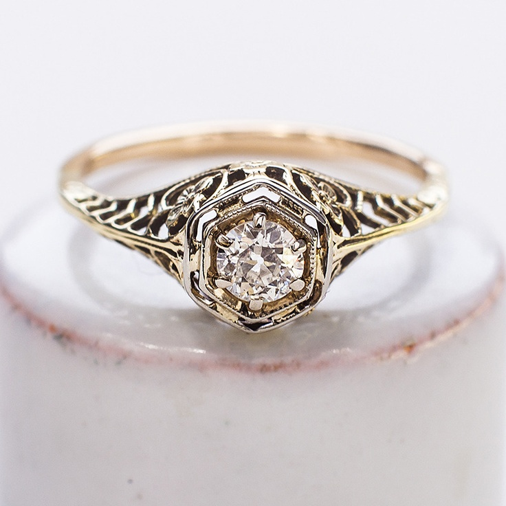 Antique / 1920s \ Diamond Solitaire Filigree Ring / beautiful floral details \ amazing quality stone \ at winnownyc