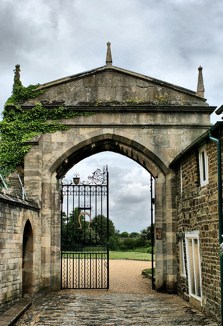 Oakham Castle Rutland by mickyman13, via Flickr. Oakham Castle is located in Oakham, Rutland, England. It was constructed between 1180 and 1190, in the reign of Henry II for Walchelin de Ferriers, Lord of the Manor of Oakham. The Castle is known for its collection of massive horseshoes and is also recognised as one of the best examples of domestic Norman architecture in England  East Midlands