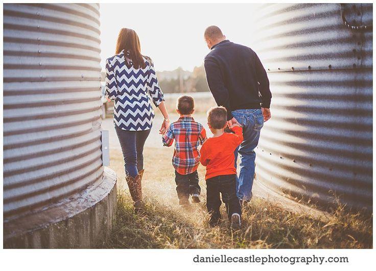 family photos, family photography, family photos on a farm, danielle castle photography