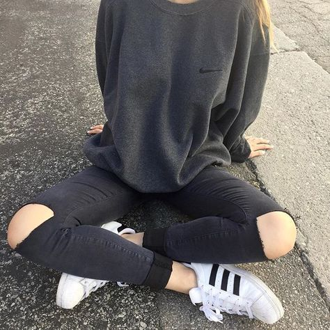 Adidas fashion. Sporty outfit. Adidas sweater. Highwaisted ripped jeans. Addidas all starts. Tumblr fashion