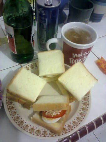 Sandwich Sosis Keju dan Radler (Bir+Sprite/soda)