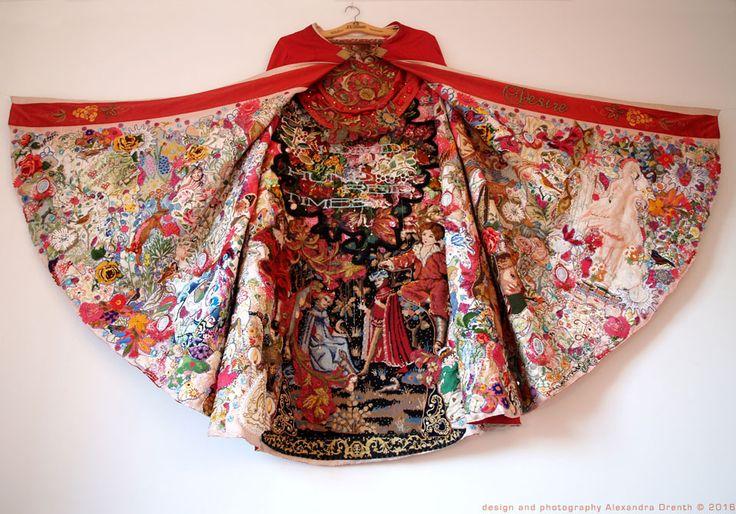 Alexandra Drenth é uma bordadeira comtemporânea que cria colagenstêxteis vibrantes e místicas com tecidos. Sua inspiração vem da música e da poesia, combinando o antigo e o novo para criar peças a…