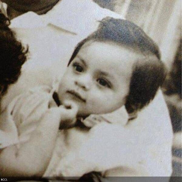 We recently found King Khan's childhood pic on a social networking site. The li'l SRK looks super cute in the pic.