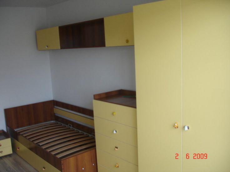 Mobila Dormitor Copii Dulap compartimentat pentru stocare depozitare haine, Comoda, Corpuri suspendate din pal cu nuante de wenge oak si vanilie