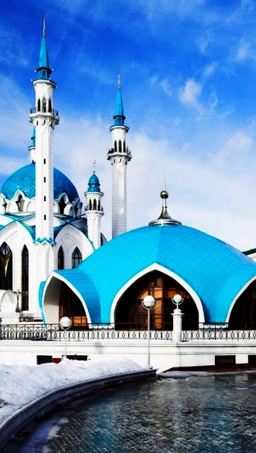 The Qolşärif Mosque, Kazan, Russia can accommodate 6000 worshippers, but nowadays the mosque predominantly serves as a museum of Islam.