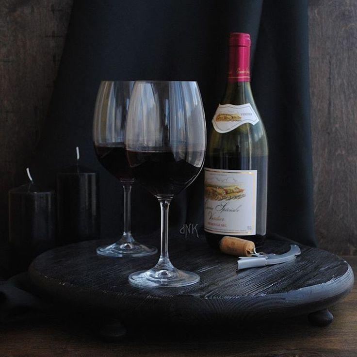 А вот и сама - новая модель, ноги от ушей. Верхняя сторона черненое серебро , нижняя - матовый черный. #wood #woodwork #feedfeed #foodfoto #food #foodphotography #wine #вино #поднос #красноевино #redwine