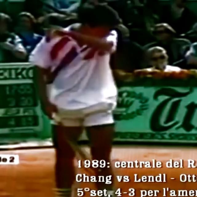Famous Chang underhand server!! 🎾🙌🏻 #tennis #etennisleague #etennisleaguenation #michaelchang #niketennis #tennispoint #tennismatch #tenis #chang #tennisserve #underhandserve #tenisnike #tenis🎾 #tennisvideo #tennista #instavideo #instatenis #awesometennis #awesomeserve #tennisplayer #tennispro #tennisracket #tennistime #claycourt #tennisball #tennisman
