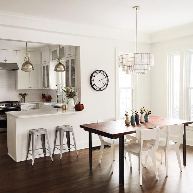 Best Uses For Chandeliers Dramatic Statement In An Entry Hallway Or Bedroom Centered Over A Dining Table Breakfast Nook
