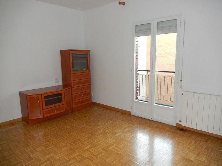 ¿Buscas un Piso en alquiler en calle Sanchez Preciado, Moncloa en Madrid? Este tiene 3 habitaciones y 70 m2 por solo 850 €. Entra aquí para informarte y contactar