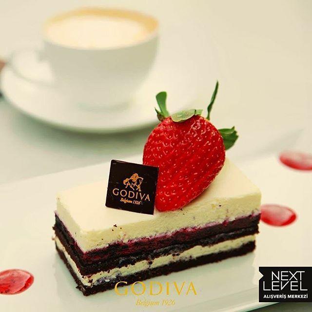 Yaban mersini ve Godiva'nın beyaz çikolatası...Enfes bir lezzet bu öğlen Next ...