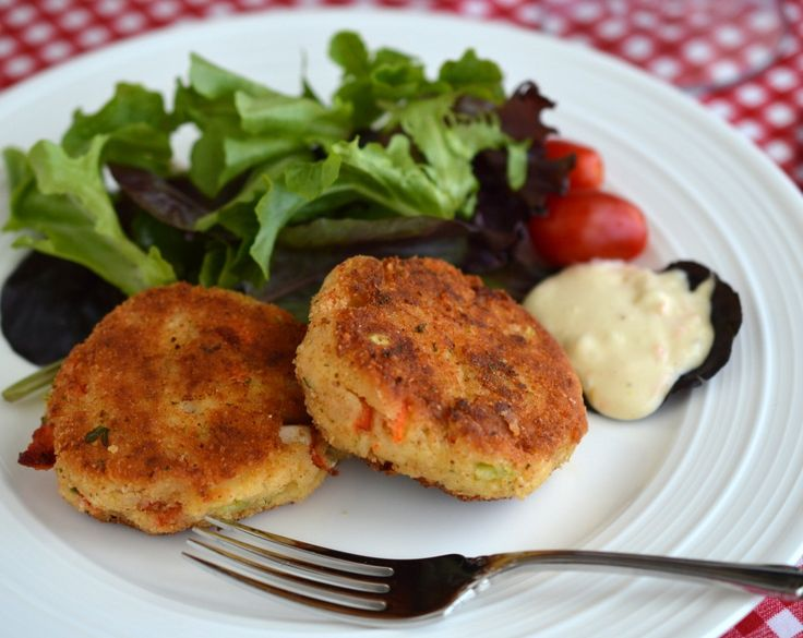 Lobster cakes with fresh PEI lobster - perfect for Canada Day: http://gustotv.com/cooking-2/2014/06/06/gustos-guesto-blog-lobster-cakes/