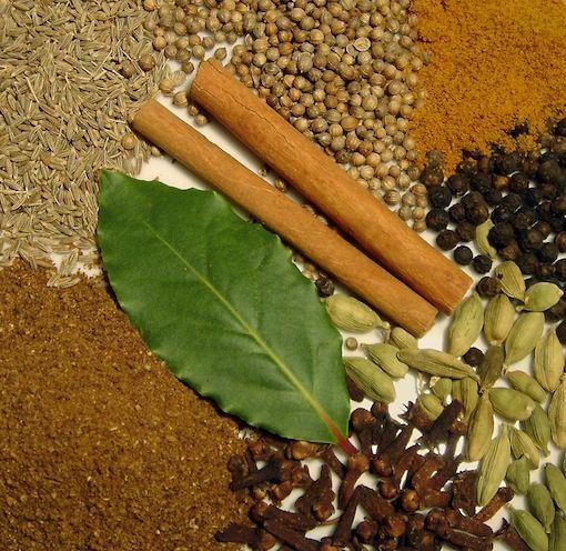 En Inde, c'est le grand classique des mélanges d'épices Il existe probablement autant de versions de garam masala qu'il existe de familles indiennes Une fois moulu, on peut se servir de ce mélange…