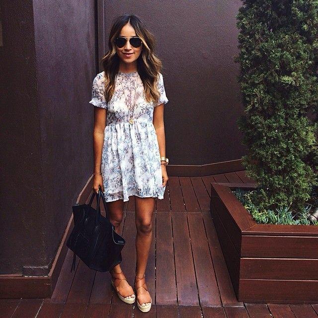 Erster Blick des Tages für Brunch ❤️ / @Aninebing-Kleid + Espadrilles von Vince.