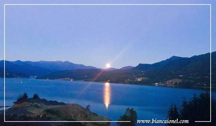 luna-reflectata-in-colibita-marea-de-la-munte-bianca-ionel-blogger-iasi