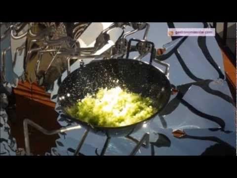 Pisto de verduras preparado en la cocina solar parabólica. Más información en: http://www.gastronomiasolar.es/2011/12/pisto-en-la-cocina-solar-parabolica.html