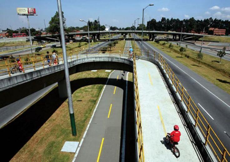 El alcalde Mayor de Bogotá, Gustavo Petro afirmó que el Plan de Ordenamiento Territorial, POT, que se discute en el Concejo, permitiría la ampliación del espacio público en sectores críticos de la ciudad, así como la construcción de la misma en torno al agua y no en contra de ella, una de los grandes propósitos de Bogotá Humana.