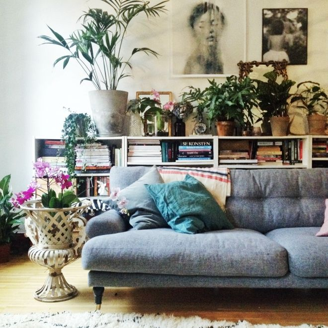 Blogg för A Beautiful Living | Lovely Life -- lots of plants, overstuffed modern blue gray couch sofa --- modern bohemian boho interior design / vintage and mod mix with nature, wood-tones and bright accent colors / anthropologie-inspired chic mid-century home decor