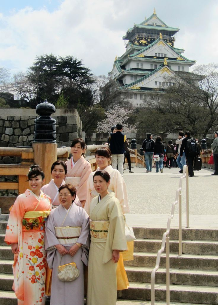 Kelsey Moore: This photo was taken on a day trip to Osaka Castle. A friend of these beautiful kimono-clad ladies was capturing a photo, so I took the opportunity as well. The colours of the Japanese kimono are dependent on the season, and these colours, as well as floral patterns, are common in Spring. This photo captures the Japanese culture of kimono-wearing and their colours, as well as the beauty and culture of historical buildings such as Osaka Castle.