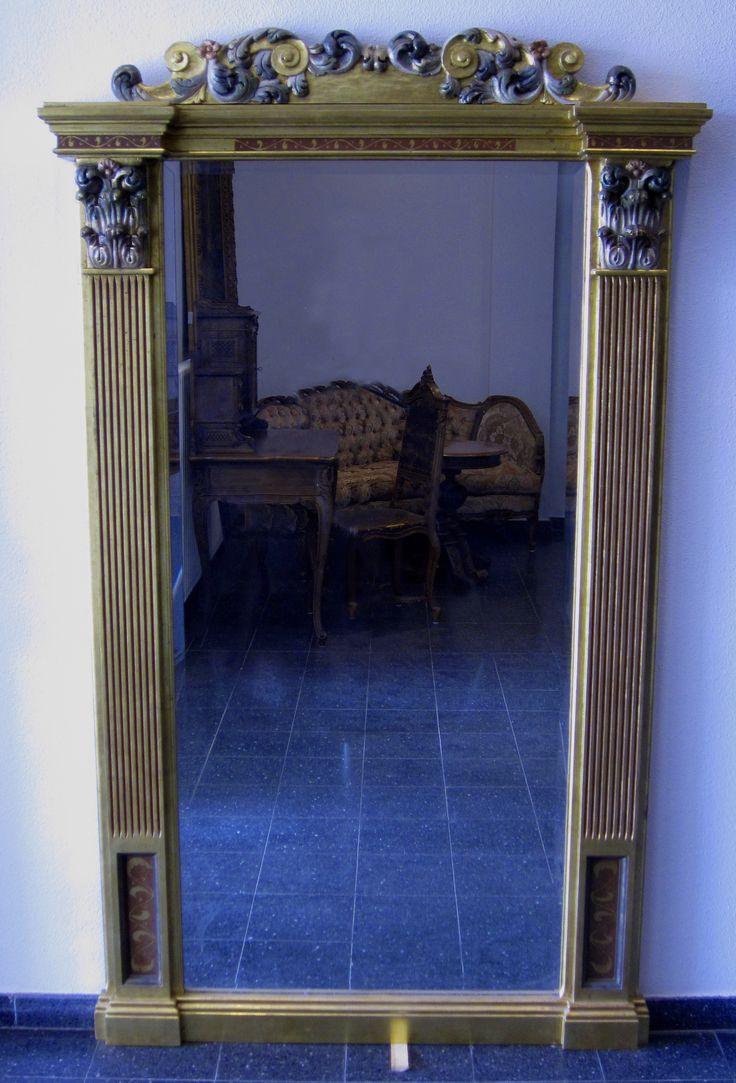 Herrschaftlicher Garderoben-Spiegel Epoche : Jugendstil Stilmöbel Holzart : Sonstiges Maße : Höhe 197 cm, Länge 117 cm, Tiefe 13 cm Kennung : Nr. 100