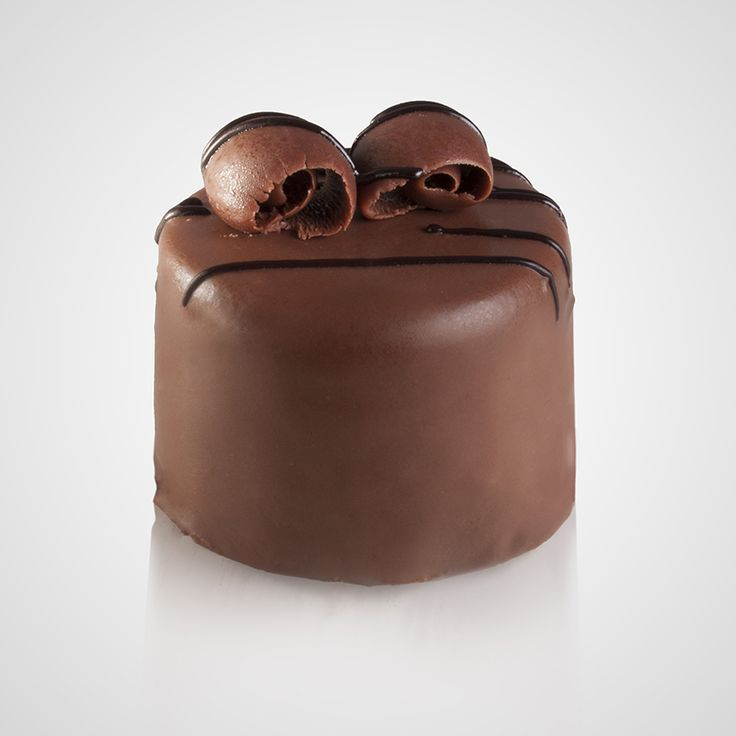 Πάστα με μους σοκολάτας bitter  με επικάλυψη σοκολάτας γάλακτος, κομμάτια σοκολάτας και άχνη ζάχαρη