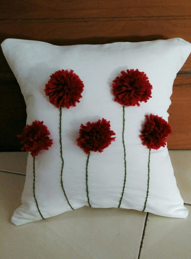 Pillow with pompom. It's very easy, I made this today