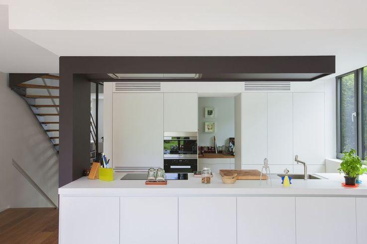 En images une maison pur e et moderne mise en valeur for Prix d une cuisine bulthaup