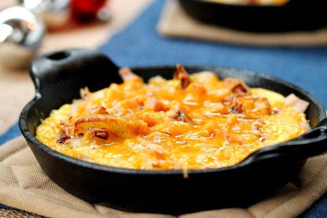 Haftasonu kahvaltıları için lezzetli bir tarif Patatesli Yumurta  http://www.mutfaknotlari.com/kahvaltiliklar/patatesli-yumurta-tarifi.html
