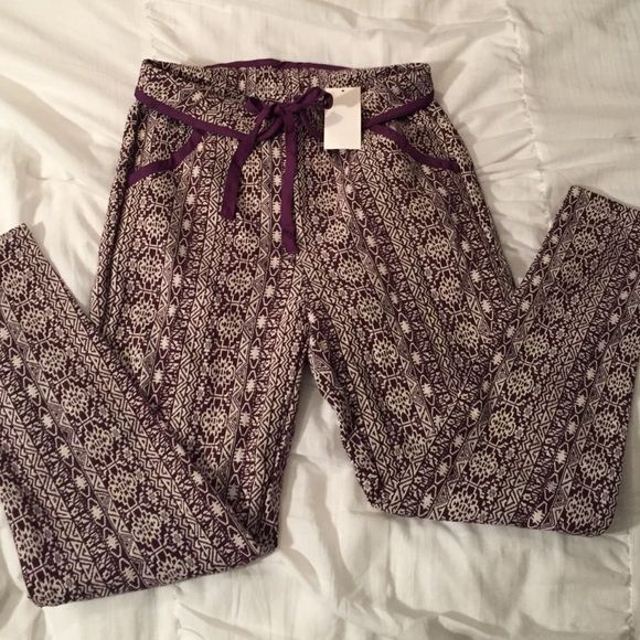 NWT trendy aztec print pants!!! Purple and white Aztec print pants from Tobi, size small. New with tags, never been worn. Tobi Pants Skinny