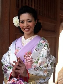Japanese Bride in Romantic Sakura Print Uchikake with Lavender Kakeshita