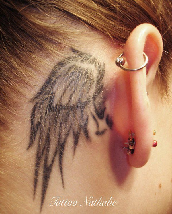 Tatouage femme oreille aile d'ange
