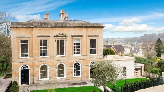 Bath Bespoke crafts bespoke luxury furniture and joinery across Bath and Bristol. Last year, we helped restore Cleveland House  >> https://www.bathbespoke.co.uk/2017/04/19/cleveland-house-bath-sunday-times-homes-lust-list/