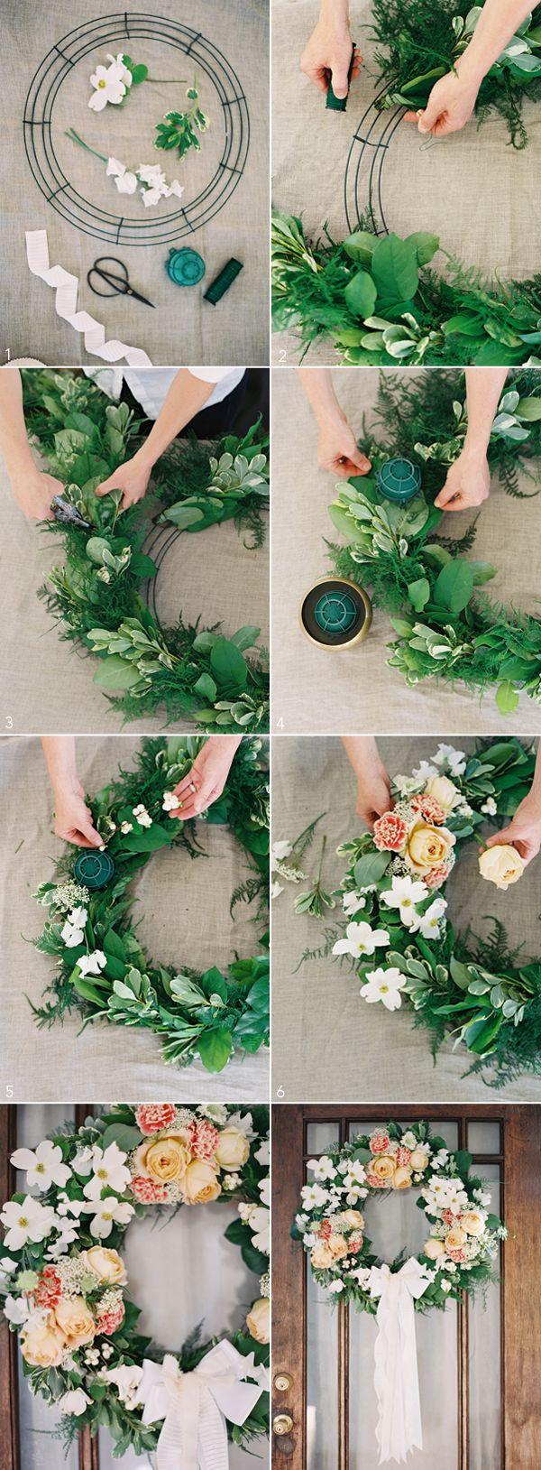 Idee für einen selbst gebastelten Hochzeitskranz / DIY Wedding Wreath from Rosegolden Flowers, styling Ginny Au, Odalys Mendez photography via Once Wed