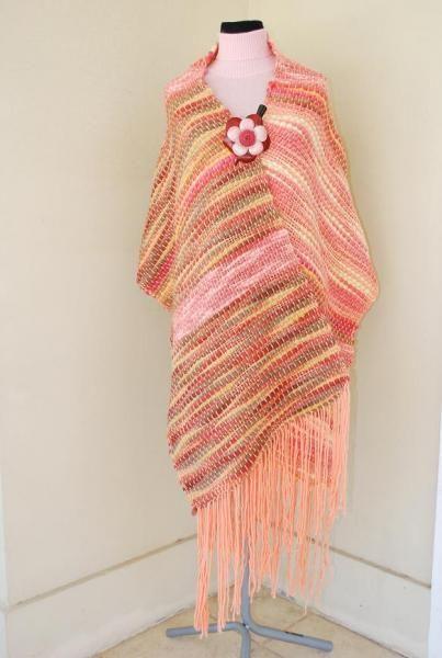 Ruana tejida en telar de peine lana rosa amarilla - artesanum com