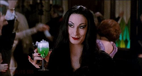 Anjelica Huston in The Addams Family.                                                                                                                                                                                 Más
