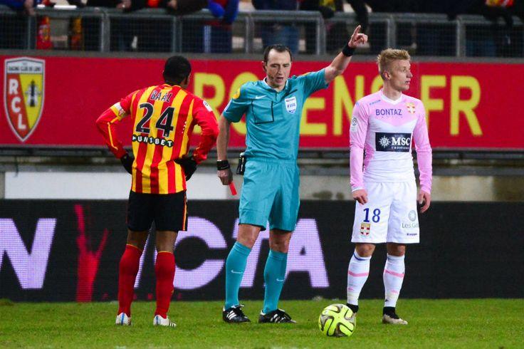 Très mauvaise opération pourLens. Le RCL s'est incliné devant un concurrent direct pour le maintien,Evian-Thonon(0-2), ce samedi soir au stade de la Licorne, à l'occasion de la 25e journée du...
