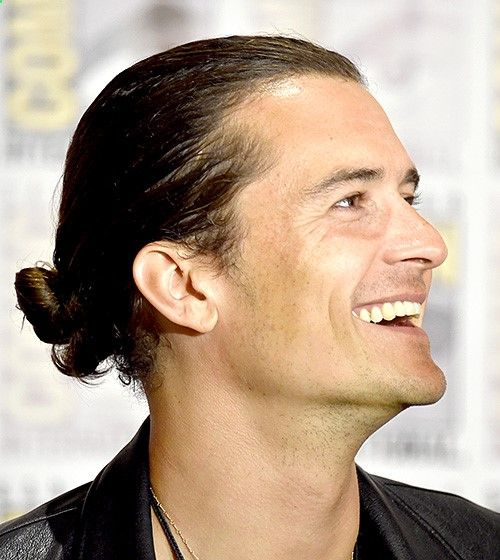 Orlando Bloom- At Comic-Con 2014 in San Diego, the Hobbit actor promoted the franchises final film in an all-black ensemble, finished with a messy take on the hairstyle.