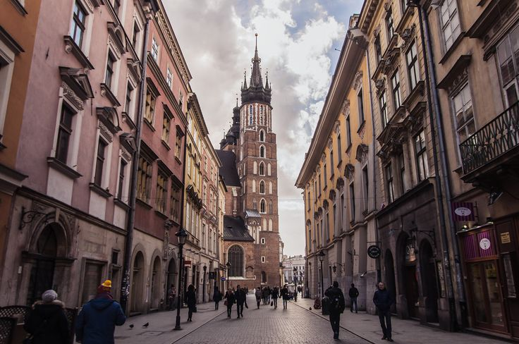 """rynek główny - Krakow, Poland. 25.2.2016  I absolutely love all these shadows and light, the struggling charm of this city.  <br><a href=""""https://instagram.com/cybermonkey82/"""">Instagram</a> 