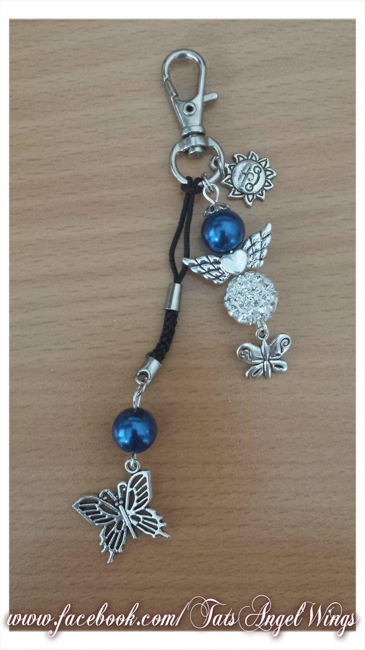Angel~Wings Sleutelhanger -Tashanger met blauwe kraal, strass kraal en vlinders.