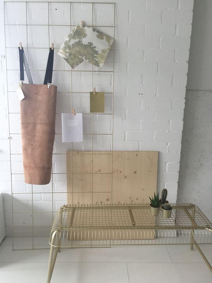 Licht houten FRONTZ om een IKEA kast mee aan te kleden, ikea hack bankje en leren schort van PUC - golden touch via www.myfrontz.nl