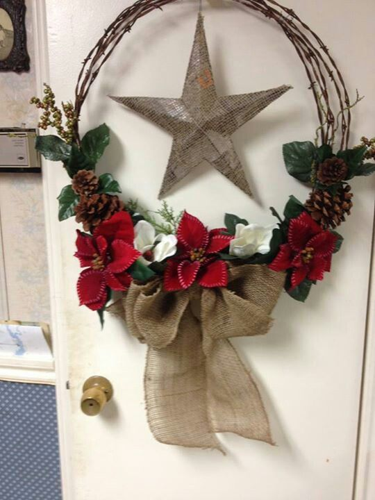 Western Christmas Wreaths. I think I'll do this with some mini grapevine wreaths, I'll have them hang on the tree.