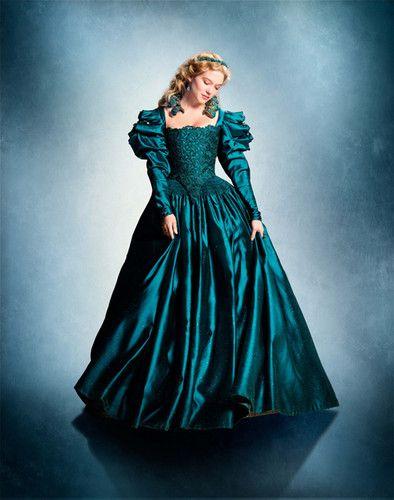 La Belle Et La Bête Photo: La Belle Robe De Bal....J'aime beaucoup les robes qui ont été utiliser dans ce film